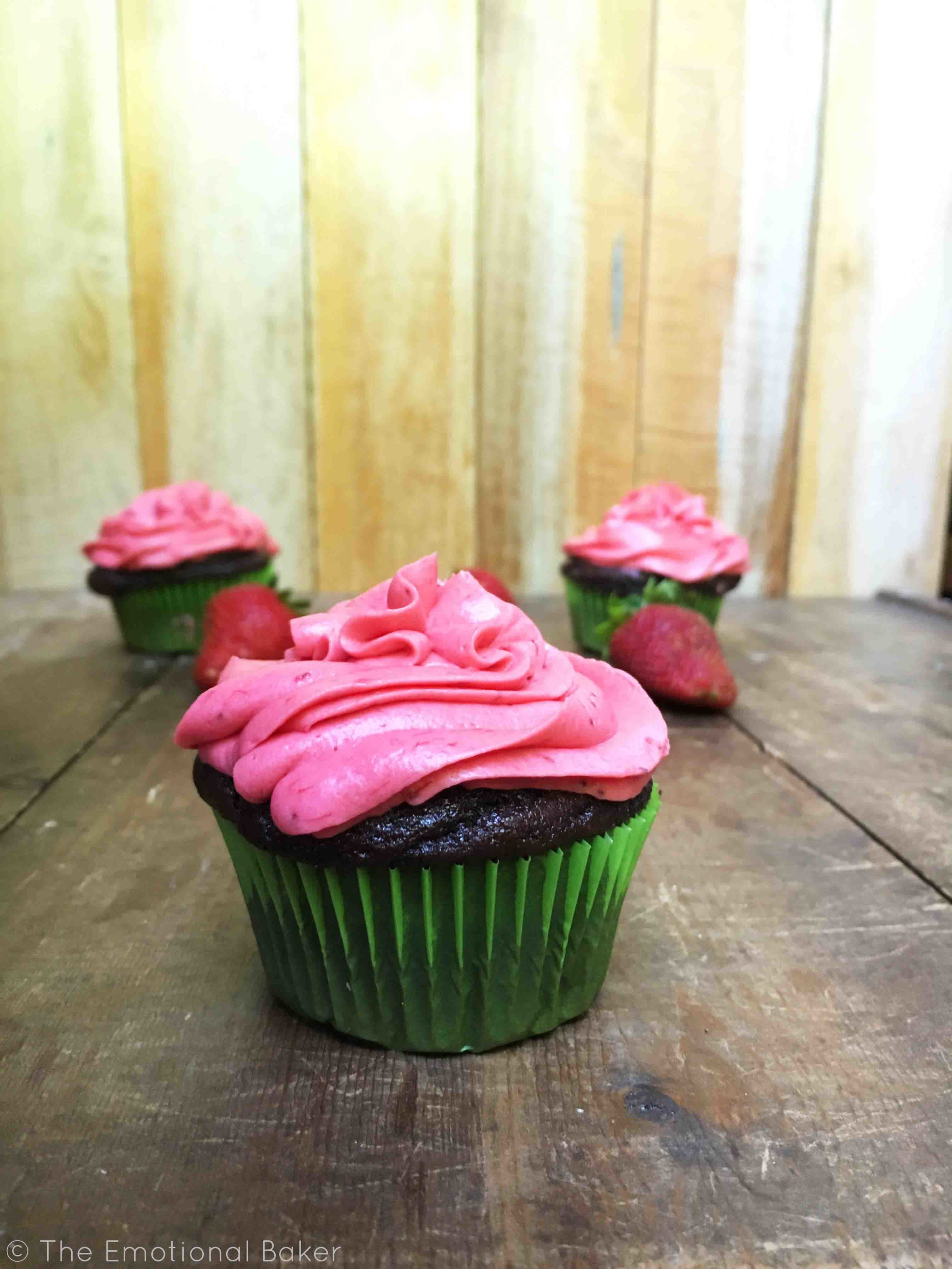{Vegan} Chocolate Cupcakes with Strawberry Buttercream Frosting